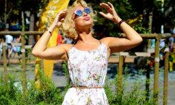 Šarmanta arī tveicē: Samanta Tīna priecē ar vasarīgu eleganci