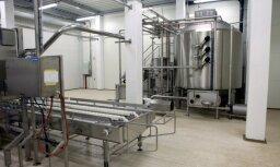 Piena iepirkuma cenu kritums Latvijā ir saistīts ar situāciju globālajā tirgū, skaidro Gulbe