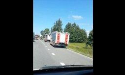Video: Uz Liepājas šosejas saskrienas kravas un vieglā automašīna