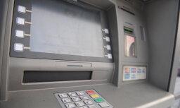 Bankomātu skaits būtiski nemazināsies, mierina bankas