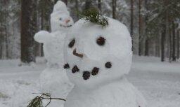 Foto: Kā Daugavpilī veļ brangus sniegavīrus
