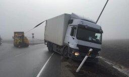 Foto: Pie Tallinas avarējušas 20 automašīnas