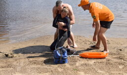 На некоторых рижских пляжах начали дежурить спасатели