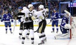 'Lightning' ar Gudļevski uz soliņa nonāk zaudētājos sērijā pret 'Penguins'