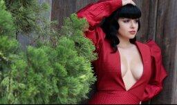 19 gadus veca aktrise valdzinošā fotosesijā Holivudas pilī