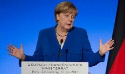 """Меркель призвала к единству Евросоюза, назвав его """"слабым и медленным"""""""