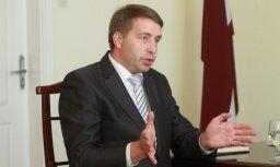 Valsts 'airBaltic' vēlas saglabāt kontrolpaketi, investora meklējumus komentē Augulis