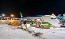 Foto: Rīgā pirmo reizi vēsturē nolaidusies lidmašīna 'Dreamliner'