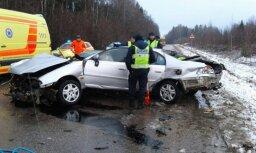 В трагической аварии под Cалдусом погибли два человека, еще трое госпитализированы