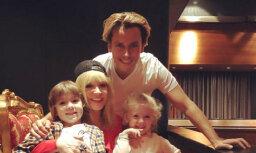 Sajūsmu raisa Galkina un Pugačovas ģimenes foto