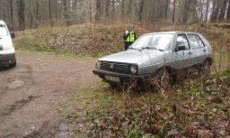 Mežā Rīgā atrod zagtu automašīnu