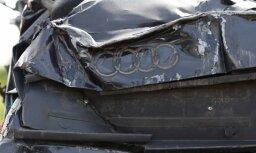 Divu auto sadursmē Stalbes pagastā smagi cietuši seši jaunieši