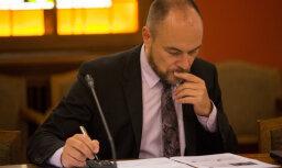 Депутат Парадниекс предложил запретить рассчитываться наличными за сигареты и алкоголь