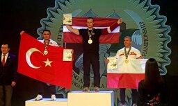 Latvijas sportists Pasaules armvrestlinga čempionātā Ungārijā izcīna zeltu
