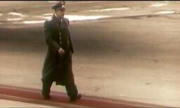 Gagarins soļo ar atsējušos kurpes šņori (video)