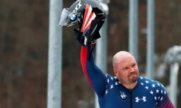 Pēkšņi miris izcilais amerikāņu bobslejists Stīvens Holkombs