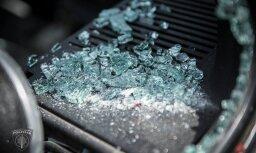 Вецмилгравис: хулиганы разбили в автобусе окно и угрожали пассажирам ножом