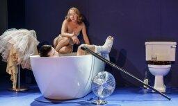 Foto: Amerikāņu literatūras klasika – 'Kaķis uz nokaitēta skārda jumta' Valmieras teātrī