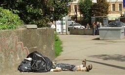 Mirušais ilgstoši guļ Rīgas centrā