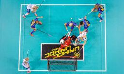 Zviedrijas florbolistes dramatiski uzvar un turpina dominanci pasaules čempionātos