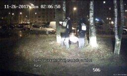 Во дворе дома в Зиепниеккалнсе нашли полуголую пьяную молодую женщину