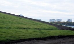 Prasa novērst piekļūšanu 'Ušakova kepkai' – kalns esot bīstams cilvēku dzīvībām