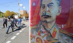 В Москве задержали поэта, сорвавшего в метро портрет Сталина