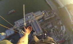 """ВИДЕО: Французский """"человек-паук"""" показал, как забрался на небоскреб в Барселоне"""