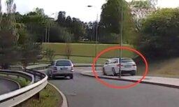 Video: Igaunijā BMW krietnu distanci brauc tikai pa ietvi