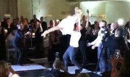 Interneta hits: Jaunā pāra pirmā deja kā filma