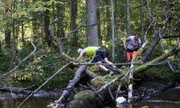 Foto: Taku skrējēji sacenšas 'Stirnu buks' sestajā posmā