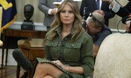 Foto: Melānija Trampa dārgā kostīmā izrāda slaidās kājas
