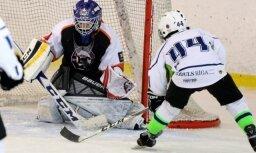 Foto: Pirmajā Kārļa Skrastiņa piemiņas turnīrā 'Dzelzs vīrs' triumfē 'BHC37' jaunie hokejisti