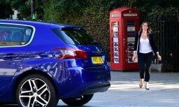 Vismazākais auto dīlercentrs pasaulē – telefona būdiņa Londonā