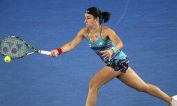 Sevastova lietus ietekmētā Maiami WTA 'Premier' turnīra otrajā kārtā zaudē rumānietei Kirstjai