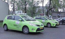 Taksometru vadītāji iepazīst izstādi 'Sapņi un drāmas'