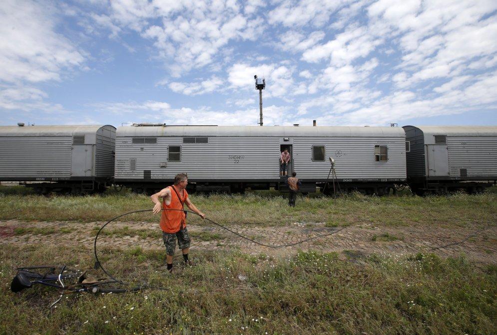 """""""Специальные вагоны"""" в Торезе с телами погибших в #MH17 выглядят до ужаса обыденно"""