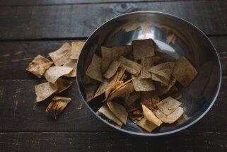 Kraukšķīgās uzkodas: kā pagatavot čipsus no lavaša