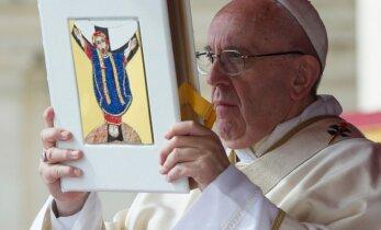 Папа Франциск: Церковь должна просить прощения у геев