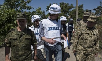 """Киев просит разместить на Донбассе """"тысячи"""" вооруженных европолицейских"""