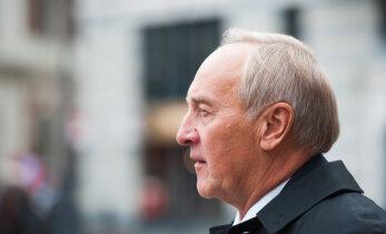 Экс-президент Берзиньш впервые заговорил с прессой после развода