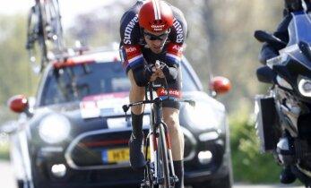 Nīderlandes riteņbraucējs Dumolins uzvar 'Giro d'Italia' pirmajā posmā