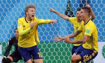 Zviedrijas izlase līdzīgā cīņā pieveic Šveici un pēc 24 gadu pārtraukuma iekļūst PK ceturtdaļfinālā