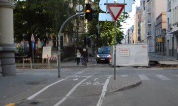 Video: Skolas ielā remonti un zīmju trūkums rada bīstamas avārijas situācijas