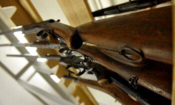 Vai pusaudzim jāšauj medībās: 'dažiem vispār dzīvē nevar dot ieroci'