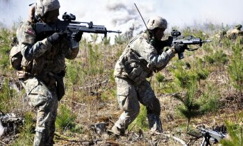 VK: Latvijas aizsardzības spēju attīstību kavē trūkumi plānošanā