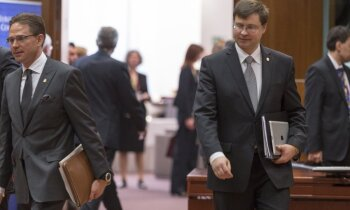 Desmit gadu cīņa par eiro: kā Latvija soli pa solim nokļuva līdz mērķim
