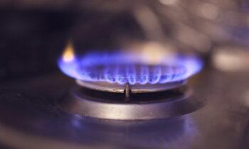 Не будет платить — отключим газ. И свет. И связь. Как латвийские компании работают с должниками