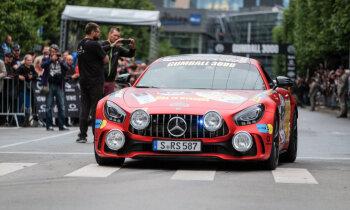 Foto: Rīgā tiek dots starts eksotisko auto rallijam 'Gumball'