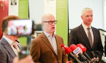 'Neuzlikt nereālas gaidas' – Pavļuts un Kariņš komentē Vakcinācijas projekta biroja darbu